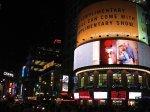 Ekrany reklamowe nocą